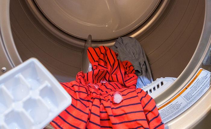 Как быстро погладить одежду без утюга