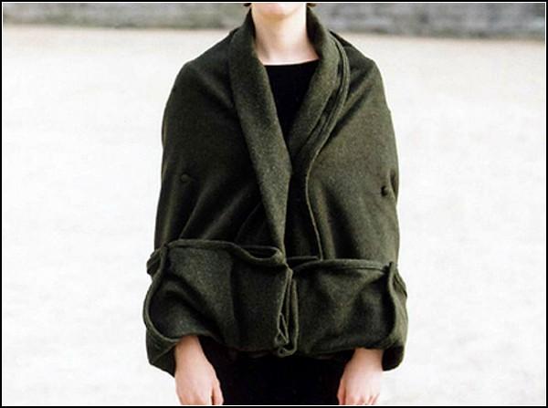 Одеяло-трансформер можно превратить практически в любую одежду. Например, в накидку