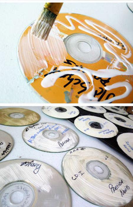 Клей поможет порезать диски, не повредив плёнку.