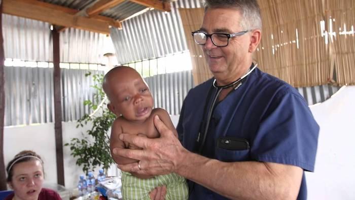 Этот доктор укачает любого ребёнка.