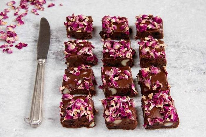 10 восхитительных и простых десертов со съедобными лепестками