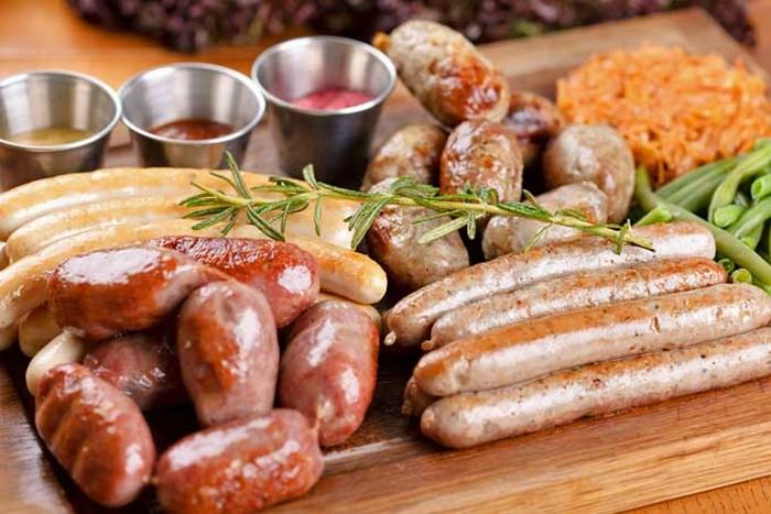Продукты с неожиданно коротким сроком хранения: бекон и мясные колбаски.