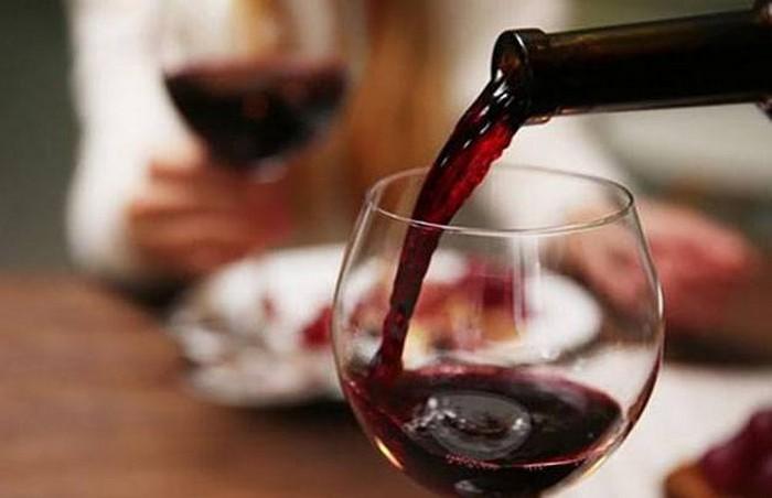 Продукты с неожиданно коротким сроком хранения: вино.