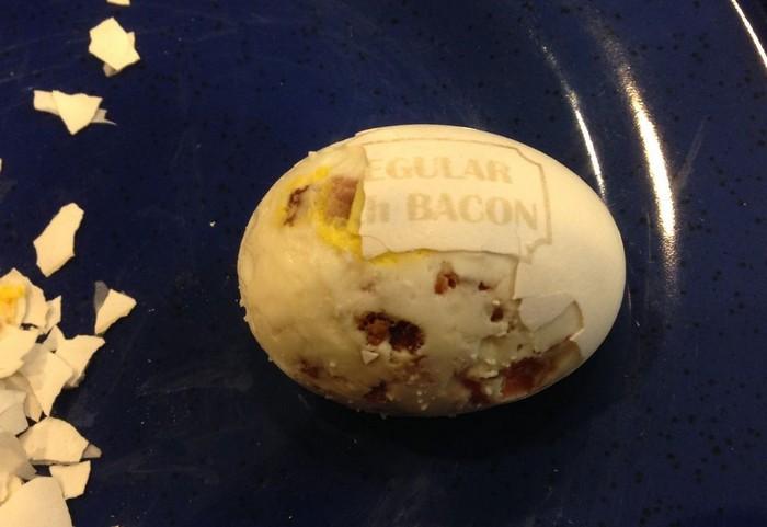 Как сварить яйцо с беконом внутри