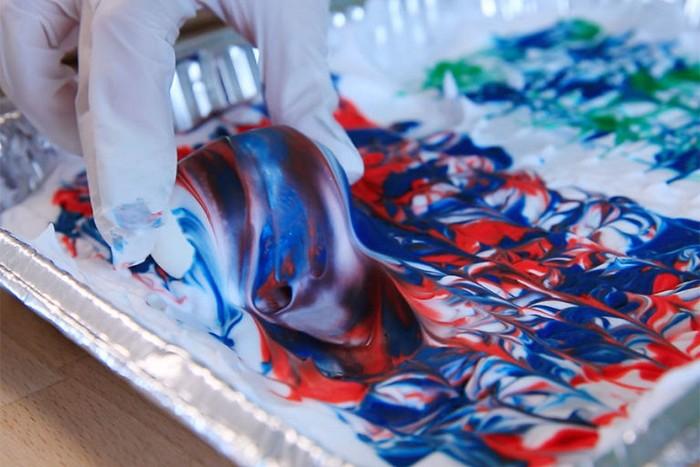 Как покрасить яйца с помощью пенки для бритья
