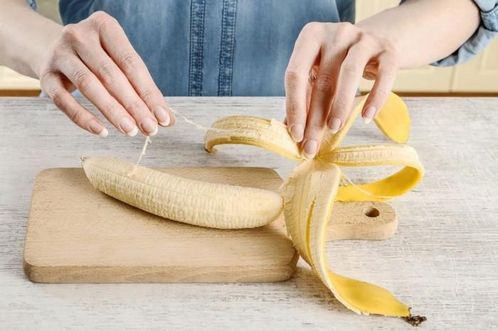 Никто не хочет есть эти «нитки» между кожурой и плодом. А зря.