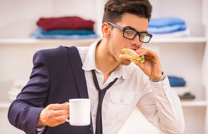 Почему кушать  быстро – плохая привычка.
