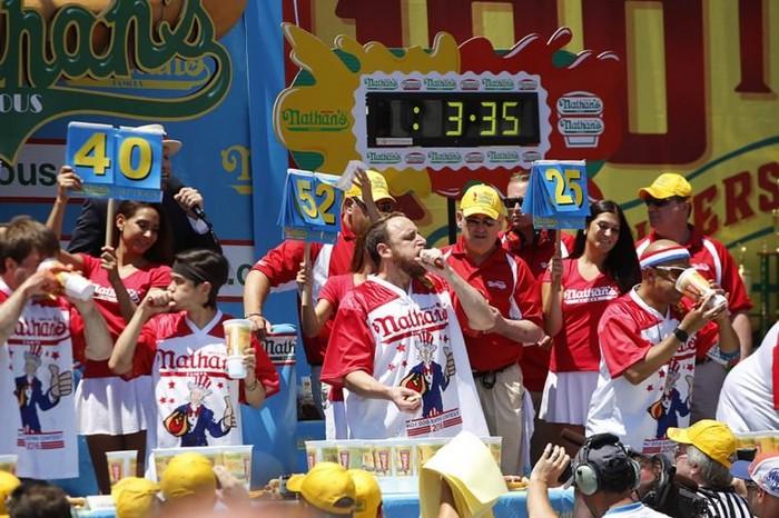 Соревнования на скорость поедания вкусностей популярны во всем мире.