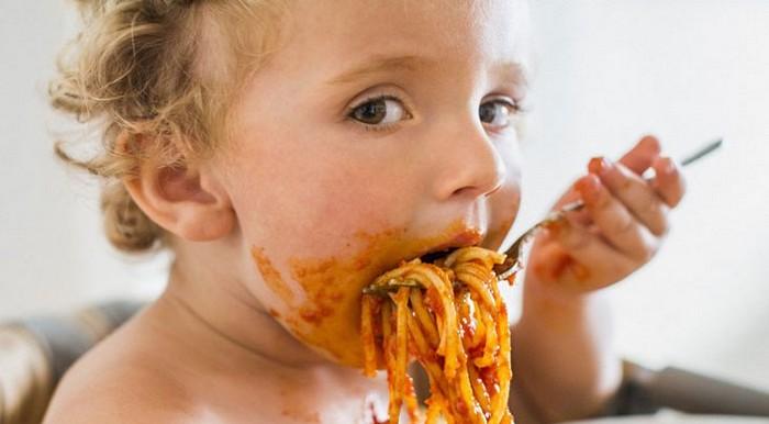 Выработать привычку кушать медленно лучше с самого детства.