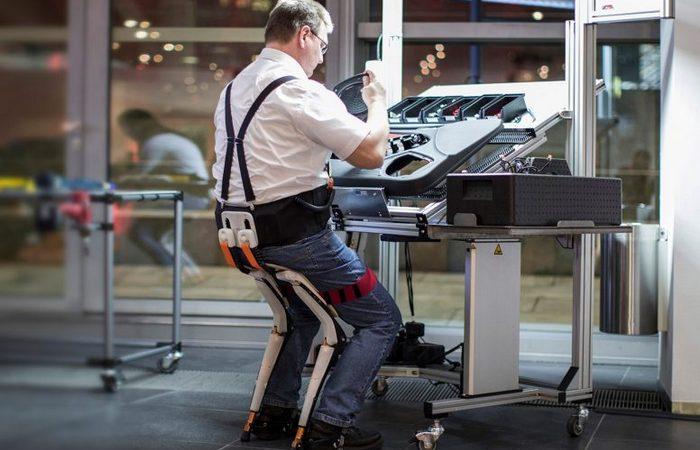 Стул-экзоскелет Chairless Chair сохранит здоровье на «стоячей» работе