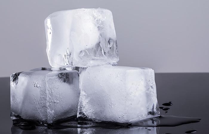 Что произойдёт, если положить кубик люда на затылок