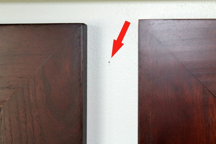 3 простых способа, как заполнить дырки от гвоздей или дрели в стене