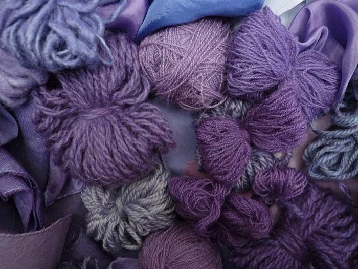 Стараниями химиков фиолетовая ткань стала доступной массам.
