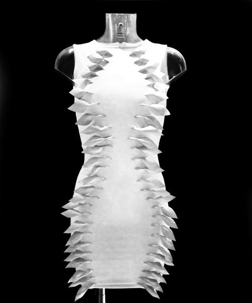 Интерактивное платье Flutter для слабослышащих красавиц