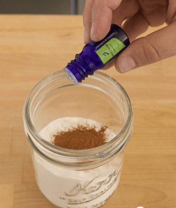 Делаем «дезодорант», который избавит ковёр от неприятного запаха за считанные минуты