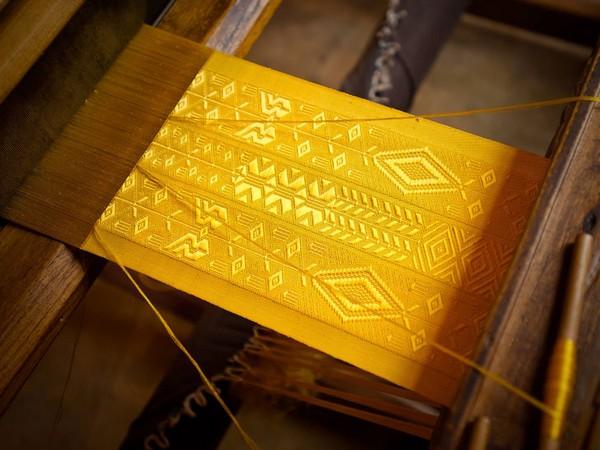 Золотая накидка «паучьего производства»