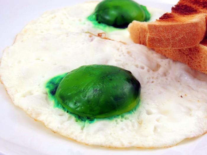 Как сделать зелёную яичницу
