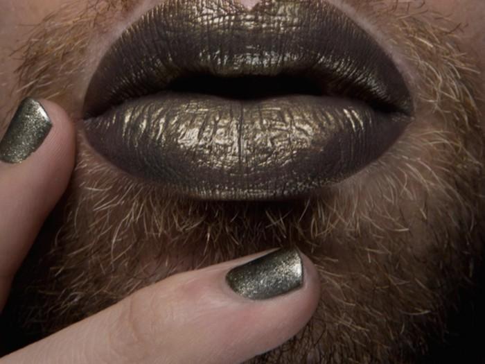 Бородачи с помадой на губах становятся медиа трендом