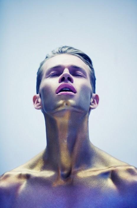 Промо-фото косметики Obsessive Compulsive Cosmetics, коллекция 2011-го