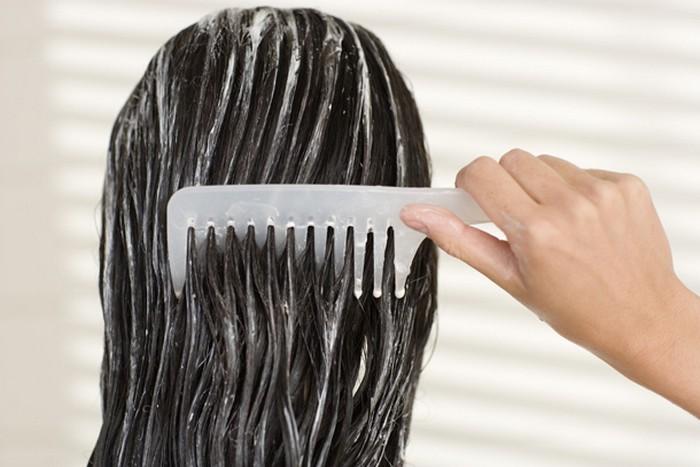 Совсем необязательно оставлять кондиционер на волосах надолго