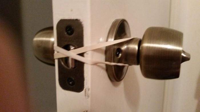 Как открыть любую дверь без помощи рук