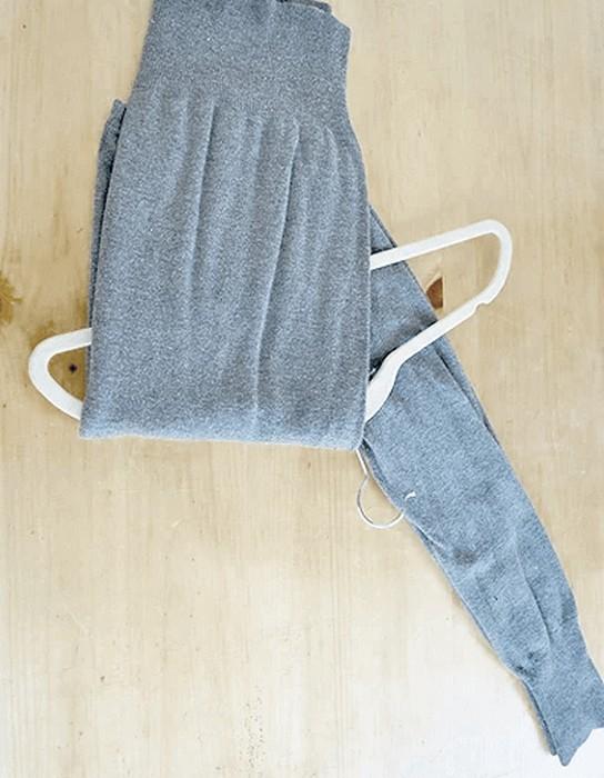 Складываем и храним свитер правильно: Шаг 3