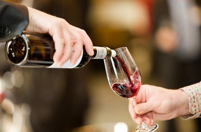 Красное вино: можно, если осторожно.