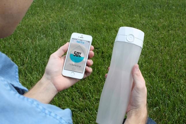 Умная бутылка HidrateMe не допустит обезвоживания