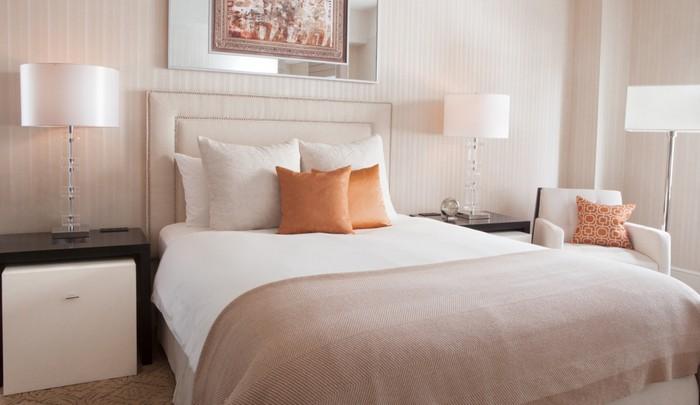 А вы не задумывались, почему кровать располагается посередине комнаты?