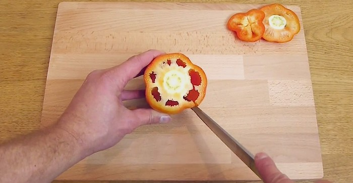 Как правильно чистить и резать болгарский перец