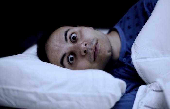Как приучить себя засыпать раньше.
