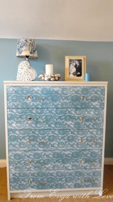 Как придать старой мебели дизайнерский вид по цене баллончика с краской и отрезка ткани