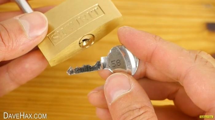 Как сделать дубликат ключа на дому 588
