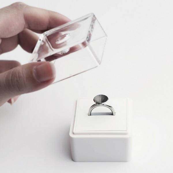 Кольцо-иллюзия со смыслом от Саши Ценг (Sasha Tseng)