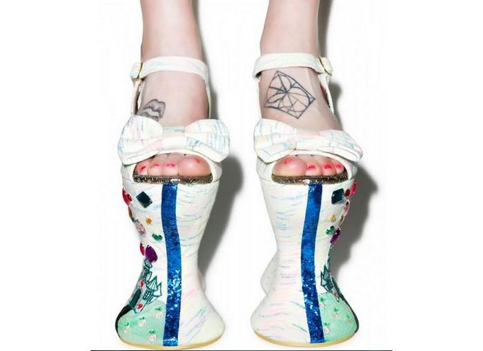 10 самых сумасшедших пар дизайнерской обуви от Irregular Choice:  Tall Tail. Попробуй не упасть
