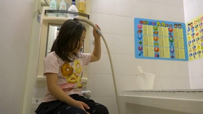 В ванной нужно быть чистым.