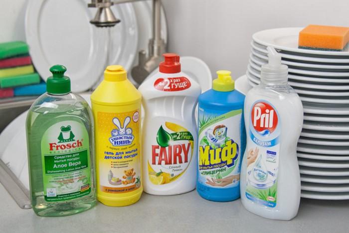 Средство для мытья посуды и белых носков.