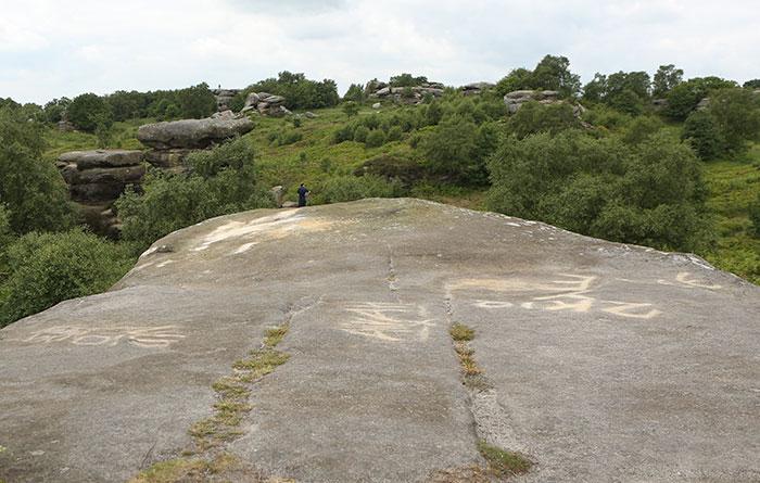 Теперь на месте древнего камня – пустота.