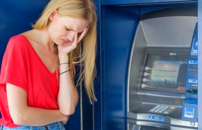 Если банкомат не отдаёт карту.