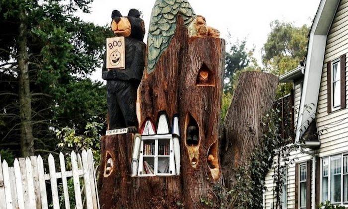 Женщина решила оставить память о старом дереве.
