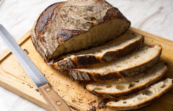 Элементарный способ, как сохранить хлеб свежим в 3 раза дольше