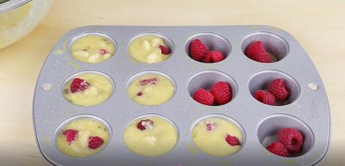 Заливайте тестом и в духовку.