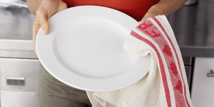 Бактерии постоянно мигрируют между грязной посудой и руками.