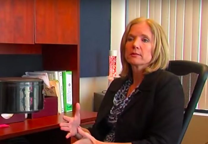 Стефани Браун обнаружила, что чувствует тошноту на работе.
