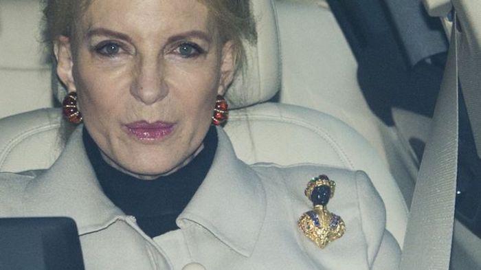 А за эту брошь родственнице Королевы пришлось приносить официальные извинения.