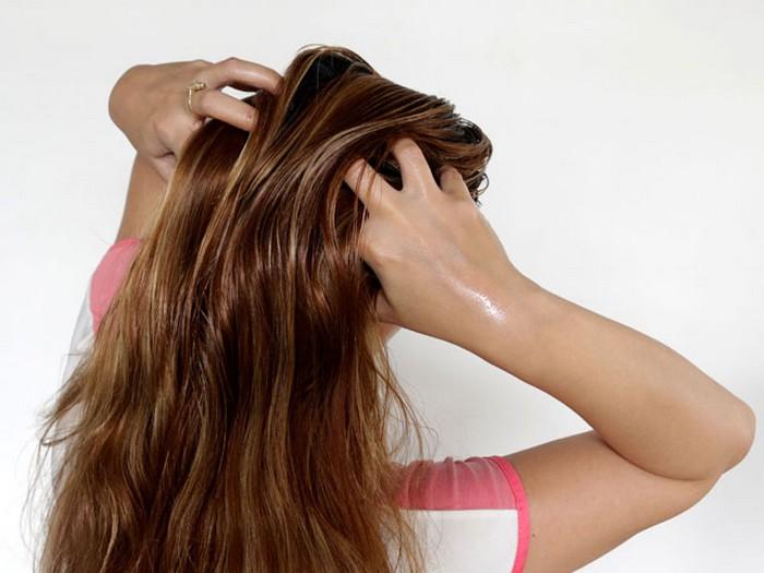 И массаж кожи головы точно ей поможет!