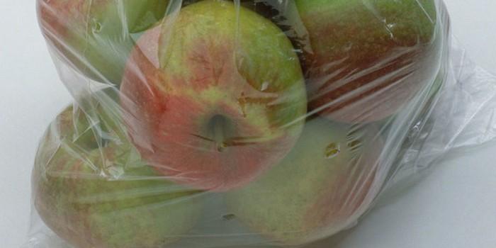 Обязательно храните яблоки в отдельном пакете.