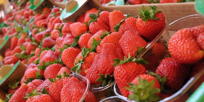 «Ванная» из воды и уксуса – секрет правильного хранения ягод.