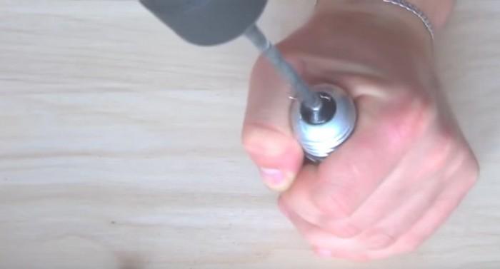 Как сделать красивую дверную ручку или вешалку из старой лампочки