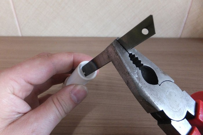 Как сделать складной нож из гигиенической помады